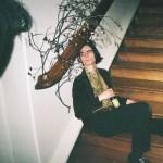 NZのインディーポップアーティスト Kane Strangが新曲'Full Moon, Hungry Sun'を発表