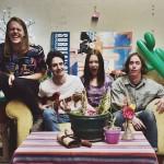 わっくわくの高揚感!豪インディーロックバンド Flowertruckが'Sunshower'のMVを公開