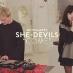 カナダのレトロポップデュオ She-Devilsが'Come', 'Where There's No One'のパフォーマンス映像を公開