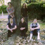 ストリングスが絡む佳曲!オージーバンド Hollow Everdaze、新曲 'Still Ticking'を公開