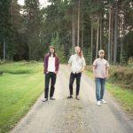 んもう!北欧おとぼけポップバンド Plooms、デビュー作から 'Stingrays In The Dark'のMVを公開