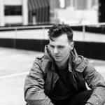 ベルリンのシンガー・プロデューサー James Chatburnが新曲 'Omens'を公開