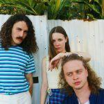 シドニーのインディーポップバンド Sunscreenが新曲 'Voices'を公開