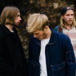 ヘルシンキのオルタナトリオ Lake Jons、'Breathe Out The Fumes'を公開