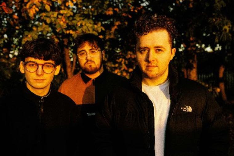アンセミック・ロックバンド Vistas、'Teenage Blues'のMVを公開